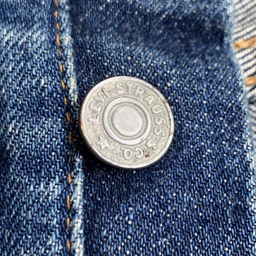 足長Rではないフライボタン。1971年以降。